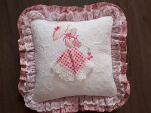 Mach Quilt Pillow Pink Lady